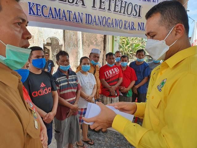 Ketua DPD Golkar Sumut Berikan Bantuan untuk 14 Kepala Keluarga Korban Kebakaran di Desa Tetehosi Kabupaten Nias