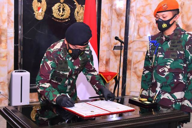 Panglima TNI Pimpin Upacara Sertijab Kapuskersin di Mabes TNI Merdeka Barat