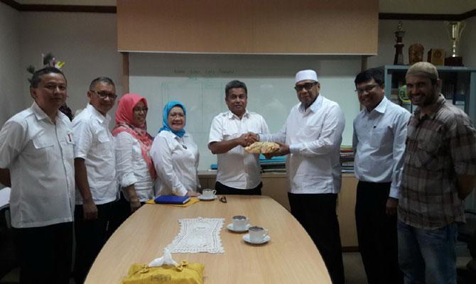 MTSI PTPN IV Serahkan Infak Pembangunan Masjid Agung Medan