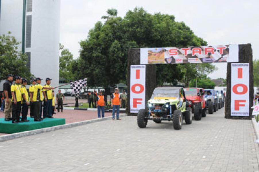 Kasdam Lepas Peserta Medan Bukit Barisan Extreme Offroad Competition 2013