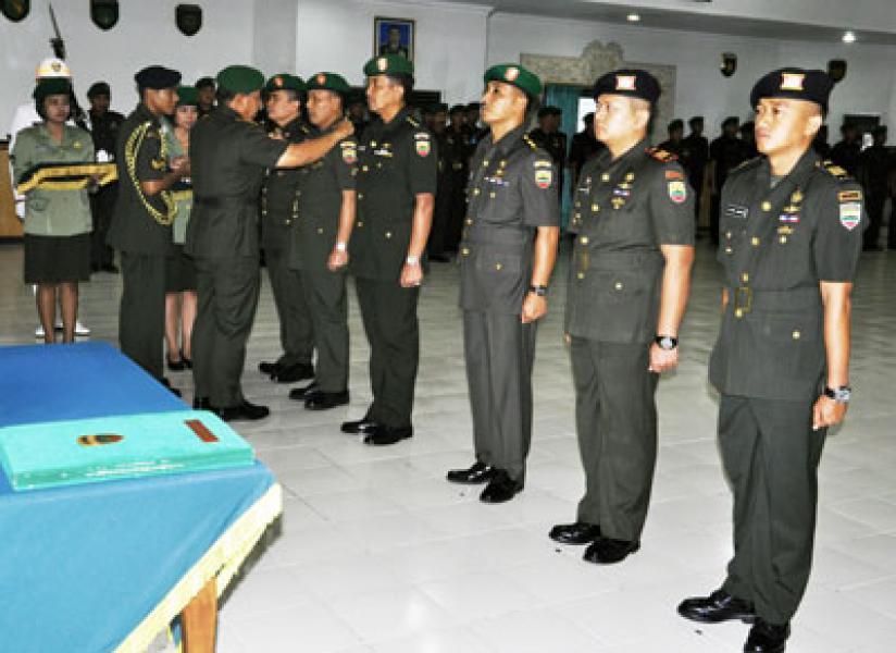 Kolonel Arm Broto Guncahyo Danrem 022/PT, Letkol Cba Agus Santosa Kabekangdam I/BB