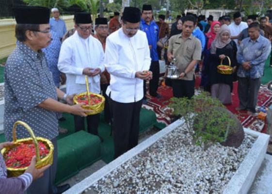Pengabdian Tengku Rizal Nurdin Layak Menjadi Teladan