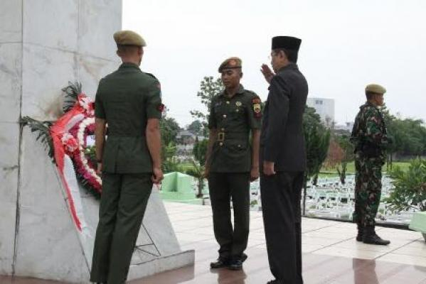 Plt Gubsu Pimpin Ziarah ke Makam Pahlawan
