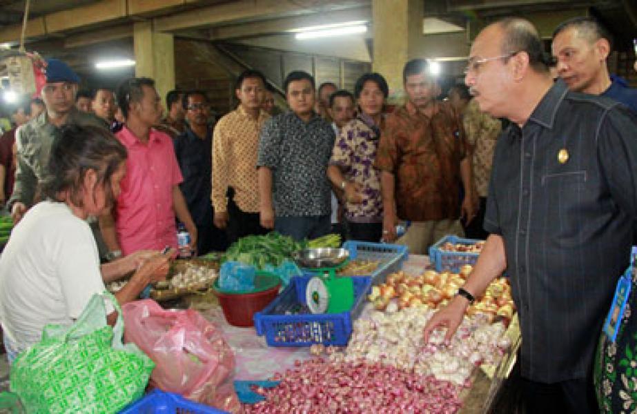 Cek Harga Jelang Puasa, Plt Wali Kota Medan Tinjau Pasar Petisah