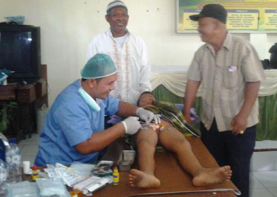 Anggota DPR RI Raden Muhammad Syafii Khitan 200 Anak Kurang Mampu