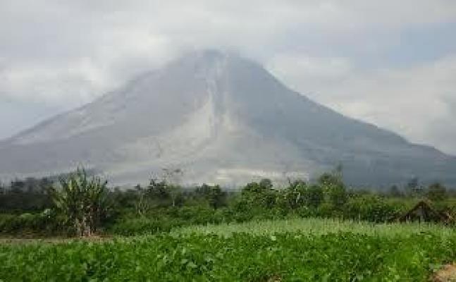 Aktivitas Vulkanik Masih Tinggi, Status Gunung Sinabung Tetap Awas
