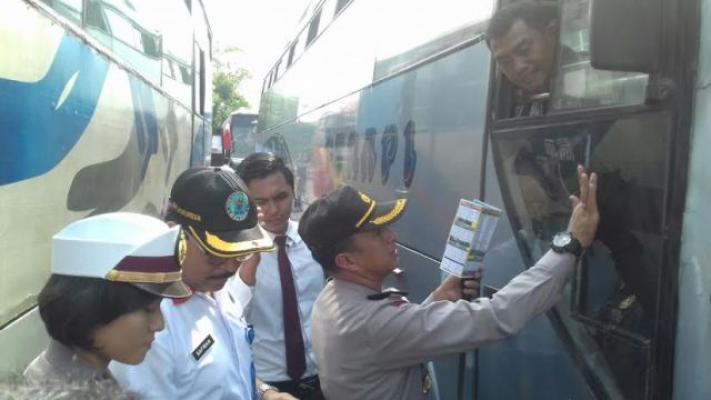BNNK, Dishub dan Polres Binjai Lakukan Tes Urin Terhadap Supir Bus