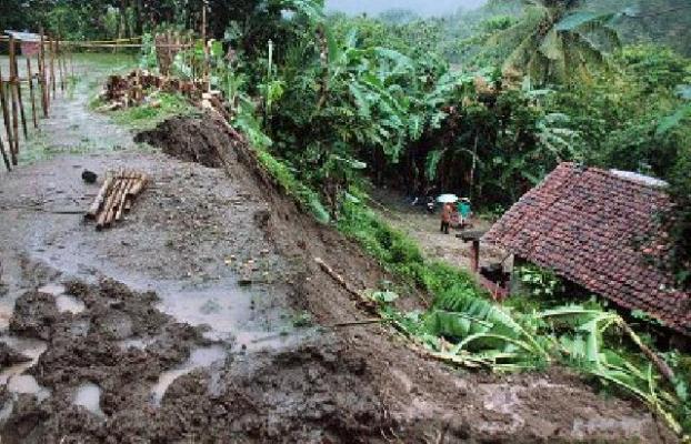 Dampak Banjir dan Longsor di Kebumen