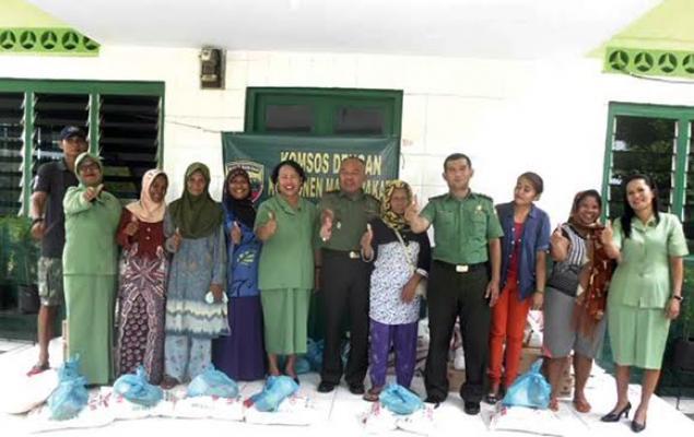 Danramil 14 Pancurbatu Salurkan Bantuan Sembako Kepada Warga Kurang Mampu