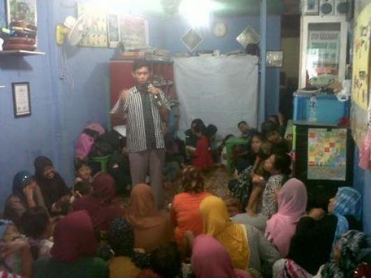 Mahasiswi Ilmu Komunikasi USU Adakan Penyuluhan Tayangan TV di Kelurahan Aur