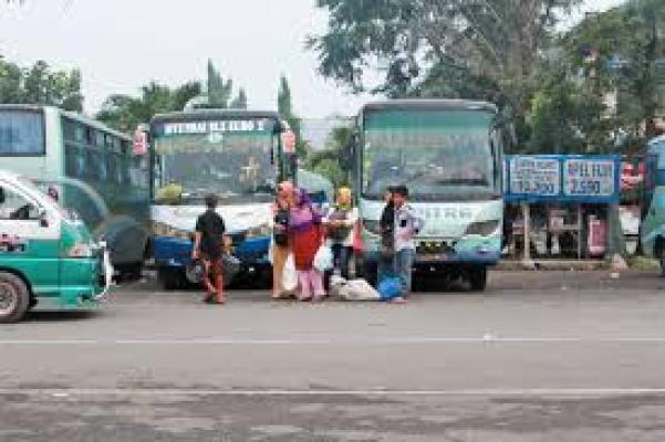Terminal Bus Mulai Dipadati Para Pemudik