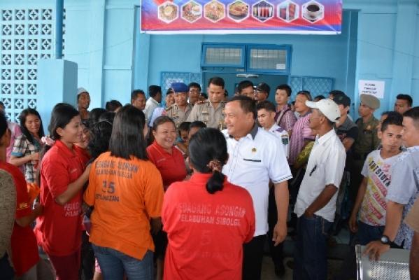Walikota Sibolga Izinkan Pedagang Asongan Berjualan di Pelabuhan ASP