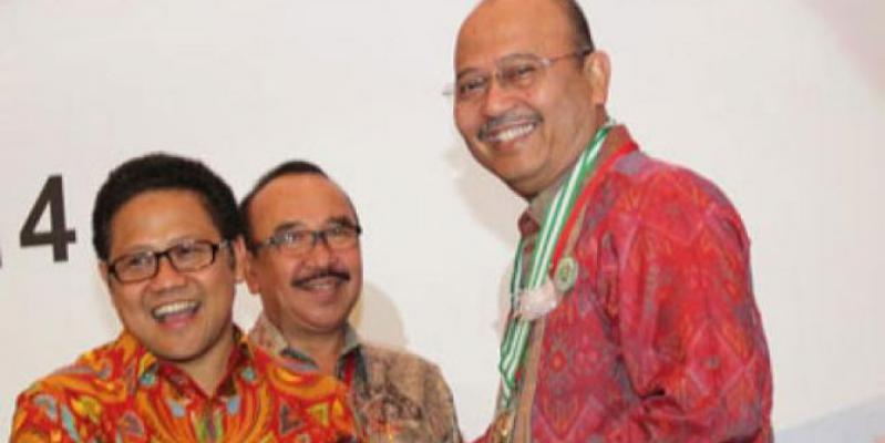 Plt Walikota Medan Terima Penghargaan Pembina K3 Tahun 2014 Dari Menakertrans