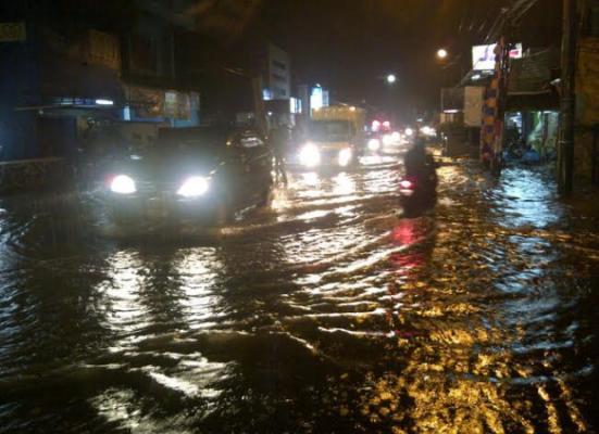 Hujan Deras, Beberapa Ruas Jalan di Medan Banjir