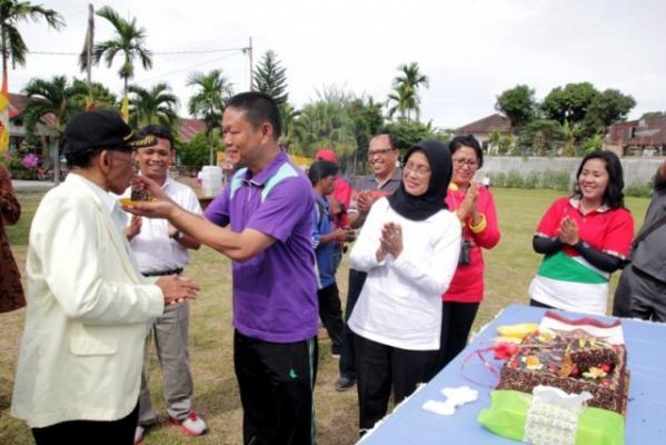 Lansia, Guru Teladan Bagi Orang-orang Muda