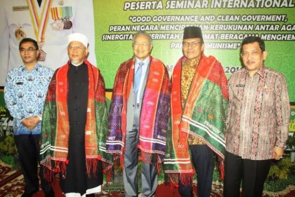 Mantan Perdana Menteri Mahathir Mohamad Hadiri Jamuan di Gubernuran