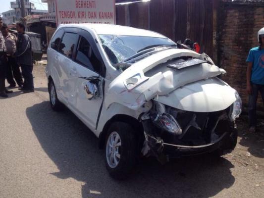 Lakalantas, Mobil Avanza Ditabrak Kereta Api di Binjai