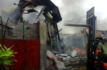 Video Pemadaman Api Pabrik Busa Milik PT Pacifik yang Terbkar di Binjai