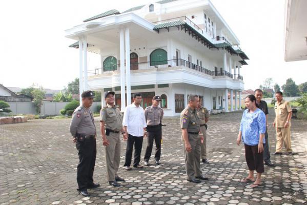 Mantan Ketua DPRD Medan Denni Ilham Panggabean Kembalikan Mobil Dinas