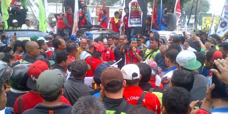Tolak RPP Pengupahan, Buruh Geruduk Kantor Gubernur Sumut