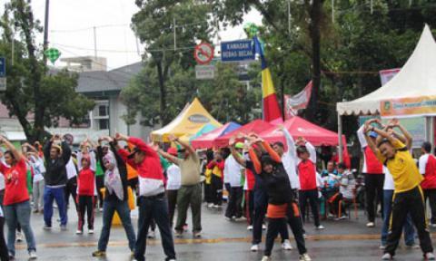 Meski Hujan Warga Medan Antusias Ikuti Car Free Day
