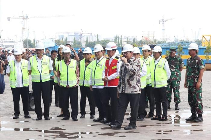 Panglima TNI Dampingi Presiden Jokowi Kunjungi PT PAL Indonesia di Surabaya