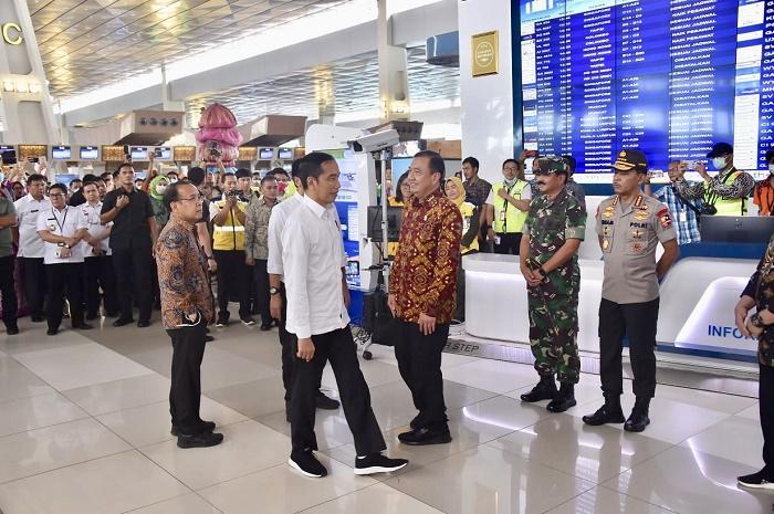 Panglima TNI Dampingi Presiden RI, Tinjau Sterilisasi Bandara Soekarno Hatta