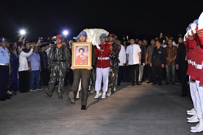 Di Lanud Halim Perdanakusuma, Panglima TNI Sambut Jenazah Mantan Ibu Negara RI ke-6
