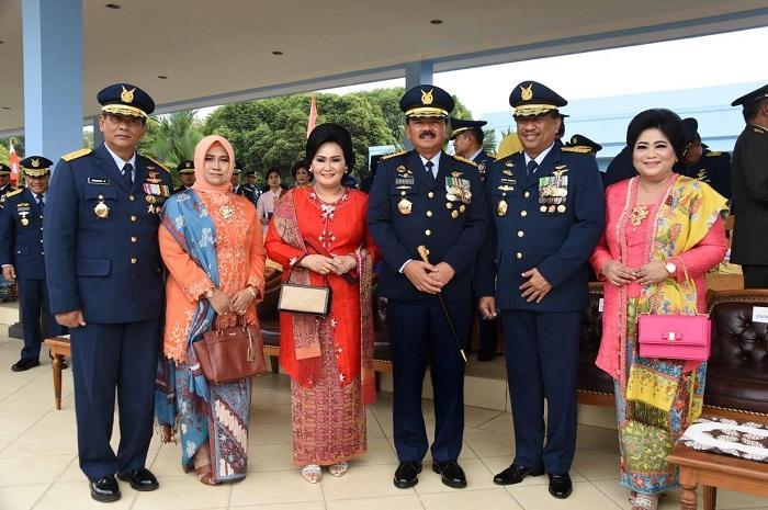 Panglima TNI Hadiri Peringatan ke-72 Hari Bakti TNI AU dan Wisuda Purnawira